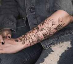 Stylish Flower Tattoos Design Ideas For Women - - There are many designs for tattoos. But flower tattoos are always best. If you are looking for the best flower tattoos ideas for women then you are at the right place. Flower Tattoos Design Ideas For. Trendy Tattoos, Sexy Tattoos, Unique Tattoos, Body Art Tattoos, Small Tattoos, Tatoos, Stylish Tattoo, Color Tattoos, Tattoo Femeninos