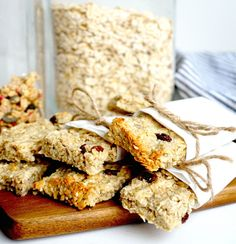 healthy snacks - Havrebar Recept Tasteline com Healthy Bars, Healthy Dessert Recipes, Healthy Baking, Raw Food Recipes, Baking Recipes, Healthy Snacks, Breakfast Recipes, Danish Food, Base Foods