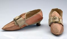 Shoes, Norway, 1770-1780, silk, satin, leather. Hand woven silk fabric in satin. Edged with silk ribbons, plain weave. Metal Buckle (secondary). Lining of hand woven linen fabric in plain weave. Leather soles and Heeltaps. Bonding and plugging.