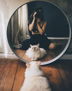 Most Amazing Female Portrait Photography - Mirror Photography, Self Portrait Photography, Photo Portrait, Tumblr Photography, Girl Photography Poses, Film Photography, Creative Photography, Animal Photography, Tumblr Aesthetic Photography