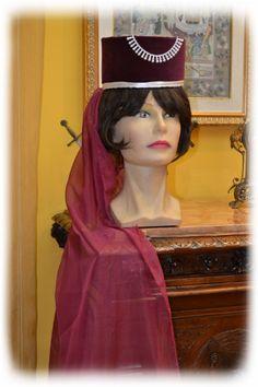 http://bauliecostumi.it/cappello-femminile-medioevo-cod.-h10.html