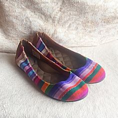 EUC REEF RAINBOW BALLERINA FLAT PILLOW SOLE SZ 6.5 Rainbow REEF flats. These flats are extremely comfortable. They have incredible pillow soles. Multi colored stitch fabric. Size 6.5NO TRADES OR QUESTION COMMENTS FROM NON SERIOUS BUYERSDO NOT BUNDLE UNLESS YOU INTEND TO BUYDO NOT LOWBALL & NO PRICE COMMENTSPRICE IS REFLECTED ON PM FEES AND HOW MUCH I PAID Reef Shoes Flats & Loafers