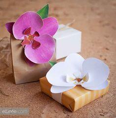 Aprenda a fazer uma linda orquídea de papel passo a passo facilmente.