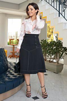 2700 - Vestido camisa em bandagem e estampa exclusiva da kauly - Kauly Moda Evangélica Street Fashion Show, Street Style, Fashion Brand, Womens Fashion, Looks Chic, Dress Sandals, I Dress, My Outfit, Midi Skirt