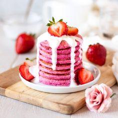 pancake aesthetic Pink Pitaya Pancakes with NATURAL food dye! Fruit Pancakes, Breakfast Pancakes, Pancakes And Waffles, Cute Snacks, Cute Desserts, Healthy Desserts, Pitaya, Crepes, Food Inc