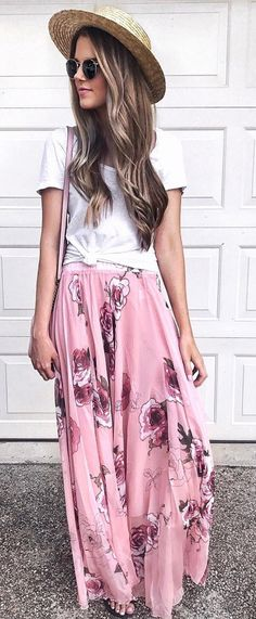 The enlarged, pink roses resting atop the light, airy fabric make this a no-contest winner when it comes to maxi skirts! Pink Rose Panache Maxi Skirt featured by Jenniferxlauren Blog