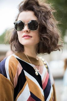 This Is the Street Style Hair Trend From Fashion Month We take a look at the biggest street style hair trend on the streets of New York, London, Milan and Paris. Prepare to meet your new hair Short Curly Hair, Curly Hair Styles, Short Wavy, Loose Perm Short Hair, Curly Hair Bob Haircut, Short Hair Waves, Messy Waves, Loose Curls, Hair Day