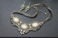 Collier vert et Beige Soutache collier Soutache bijoux Soutache Set boucles d'oreilles de Soutache.