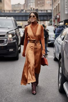 Attendees at New York Fashion Week Fall 2019 - Street FashionYou can find New york fashion and more on our website.Attendees at New York Fashion Week Fall 2019 - Street Fashion Fashion Mode, Fashion 2020, Look Fashion, Girl Fashion, Autumn Fashion, Fashion Trends, Classy Fashion, Fashion Dresses, Fashion Shoes