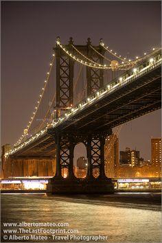 View of Manhattan Bridge by night, Manhattan, New-York. | By Alberto Mateo, Travel Photographer.