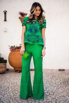 Green pants are seriously chic fashion staples that must be incorporated into your wardrobe capsule this season. Get inspired with these green pants outfits! Casual Chic, Casual Outfits, Fashion Outfits, Womens Fashion, Fashion Tips, Work Fashion, Fashion Looks, Fall Fashion, Green Pants Outfit