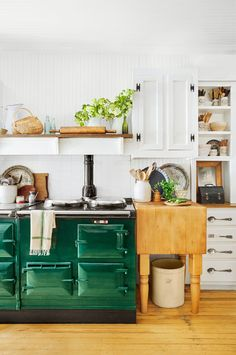 These Rustic Farmhouse Kitchens Will Inspire You to Renovate Immediately Aga Kitchen, Home Kitchens, Kitchen Design, Kitchen Inspirations, Kitchen Decor, Country Kitchen, Country Kitchen Inspiration, Rustic Farmhouse Kitchen, Kitchen Interior