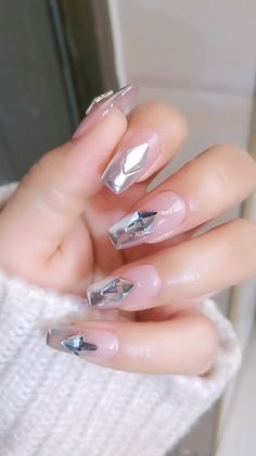 160 stunning minimal french nail art designs that are stylish yet sophisticated – page 20 Nail Art Designs Videos, Nail Art Videos, Diy Nail Designs, Acrylic Nail Designs, Cute Acrylic Nails, Glitter Nail Art, Glitter Makeup, Red Glitter, Acrylic Art