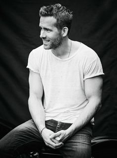 Ryan Reynolds Poster B [Multiple Sizes] Wall Decoration Wallpaper Print