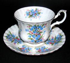 Royal Albert teacup - Springtime Series - Forget-Me-Not