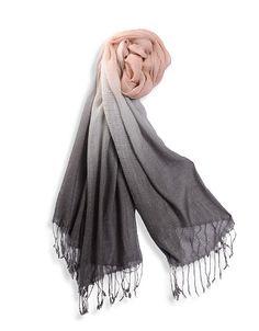 Schal mit Fransen und Farbverlauf von rosé zu schwarz | ADLER Accessoires