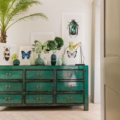 Lingbao Peacock Chest, Graham & Green Might be nice for the chest of drawers? Eclectic Furniture, Furniture Design, Diy Furniture, Living Room Inspiration, Interior Design Inspiration, Design Ideas, Botanical Bedroom, Tropical Bedrooms, Home Trends