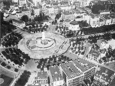 Praça Marquês de Pombal, em 1938 Old Photos, Vintage Photos, History Of Portugal, Porto Portugal, Most Beautiful Cities, Capital City, Vintage Photography, Portuguese, Time Travel