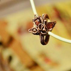 Garnet leafy ring