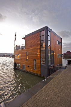 floating house- I think I could call this home Floating Architecture, Amazing Architecture, Architecture Design, Building Architecture, Classical Architecture, Sustainable Architecture, Trailer Casa, Houseboat Living, Water House