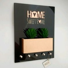 Porta Chaves Momento Casa Home Sweet Home Suculentas Preto e Rose Gold Ref 0258 Art Decor, Diy Home Decor, Home Entrance Decor, House Numbers, Home Hacks, Sweet Home, Diy And Crafts, Bedroom Decor, House Design
