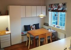 sittebenk på kjøkkenet – Google Søk Corner Desk, Furniture, Home Decor, Corner Table, Decoration Home, Room Decor, Home Furnishings, Arredamento, Interior Decorating