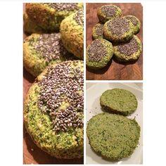Broccoliboller 1 broccolihoved 2 æg 2 hvider 6 spsk mandelmel  1,5 tsk bagepulver Lidt salt 1 dl havregryn 1 spsk fiberhusk Tænd ovnen på 180 grader. Skær broccolihoved i små buketter, hæld kogende vand over  og lad det stå i 2-3min. Hæld vandet fra og blend broccolien til en masse. Bland broccoli massen sammen med de andre ingredienser. Form bollerne på en bageplade og drys evt chiafrø på. Bages i ovnen i 25min.
