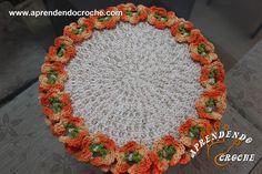 Sousplat Redondo em Crochê Floral - Receita de Croche com o Passo a Passo no Link http://www.aprendendocroche.com/receitas-de-croche/video-aula.asp?resid=1517&tree=10