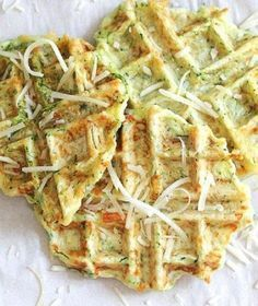 Make eating veggies fun with these delicious zucchini parmesan waffles the whole family will gobble up! - Waffle Maker - Ideas of Waffle Maker Vegetarian Recipes, Cooking Recipes, Healthy Recipes, Zucchini Waffles, Savory Waffles, Waffle Maker Recipes, Mini Waffle Recipe, Pancake Recipes, Breakfast Recipes