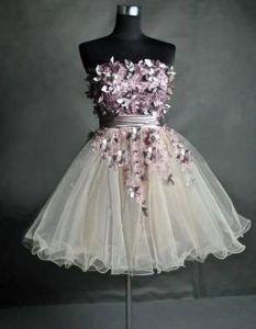 Vestido curto branco com pedras que eu adorei! Veja essa e outros Vestidos de 15…