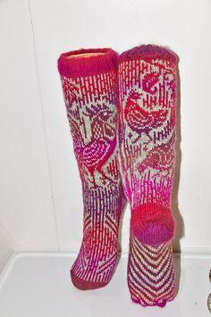 Hanesokker Knit Socks, Knitting Socks, Fair Isles, Fair Isle Pattern, Fair Isle Knitting, Designer Socks, Knitted Shawls, Mittens, Knits