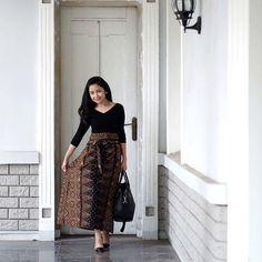 Kaftan Batik, Lace Skirt, Sequin Skirt, Fashion Dresses, Women's Fashion, Kebaya, Woody, Dressing, Sequins