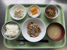 5月10日。白身魚のあんかけ、大根の煮物、おからサラダ、じゃがいもの味噌汁、オレンジでした!白身魚のあんかけが特に美味しかったです!626カロリーです