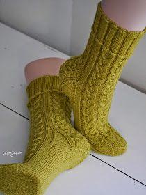 Meine neu fertig gewordenen Socken begeistern mich total. Von daher gibt es heute ein paar Fotos mehr zu sehen. Ich hab noc...