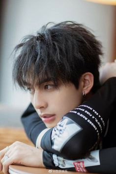 Cute Korean Boys, Korean Men, Asian Boys, Asian Men, Afro, Song Wei Long, Ulzzang Korean Girl, Medium Hair Cuts, Korean Celebrities