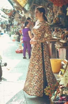 Vietnamese dress. I believe this is an ao dai tunic. I think they are both beautiful and practical. I would like to make myself one.