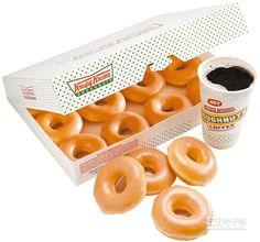 ↑美國Krispy Kreme甜甜圈讓民眾在信義威秀大排隊,原味糖霜甜甜圈1盒12個300元。