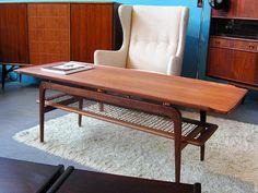teak Mid Century Coffee Table, Teak Coffee Table, Teak Table, Modern Coffee Tables, Mcm Furniture, Danish Furniture, Table Furniture, Furniture Design, Mid Century Modern Decor