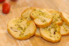 Crostini al rosmarino. Scopri tutte le altre bontà in vendita su: www.demarca.it Baked Potato, Potatoes, Baking, Ethnic Recipes, Food, Bakken, Eten, Bread, Potato