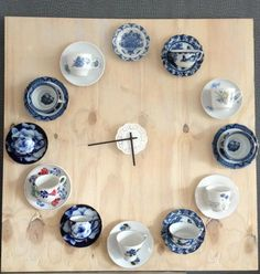 Klok van omakopjes super DIY klik hier. So many ideas from this...Demitas sets on a board for an advent calendar, different sized plates in the shape of a Christmas tree, different sized cups and plates along a board for jewelry storage...
