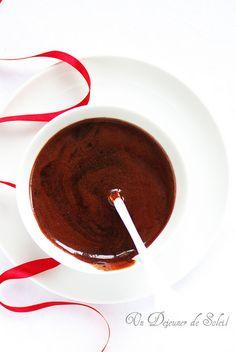 Glaçage au cacao mirroir Comment réussir un glaçage au cacao brillant pour bûches, entremets et gâteaux (recette et astuces)