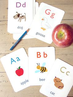 Lots of Free Printable!! GREAT SITE! Play and learn ABCs with these free printable alphabet flash cards. This set includes 26 flash cards with our lovely original illustrations in high resolution PDF format. Simple to download and print on a PC or Mac. Each page has 4 cards and the last page has a template for the wallet to keep all your alphabet flash cards together. Early Learning, Toddler Learning, Preschool Learning, Learning Activities, Kids Learning, Preschool Kindergarten, Montessori, Free Printable Flash Cards, Printable Flashcards