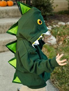 Animal Costumes for Kids - Original ideas and simple DIY instructions # Octopus costume # Carnival costumes Potter # Carnival costumes themselves Kids Dinosaur Costume, Animal Costumes For Kids, Dino Costume, Dinosaur Party, Handmade Halloween Costumes, Homemade Halloween, Halloween Kids, Festa Jurassic Park, Cactus Costume