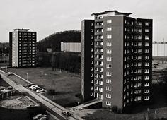 Drei Knappen, Thyssen-Wohnstätten, Oberhausen - photo by Thomas Struth, 1985