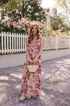 This Cotton Maxi Dress Works Perfectly With A Bump - Gal Meets Glam Source by arabellafoxauthor maxi dress Shorts Longs, Maxi Outfits, Skirt And Top Set, Gal Meets Glam, Maternity Dresses, Maxi Dresses, Ladies Dresses, Spring Dresses, Dress Summer