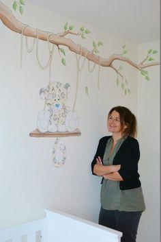 Blue nose friends beertje op schommel | muurschildering | babykamer | www.groeneballon.nl | Den Haag