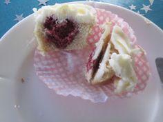 Cupcake med hjerte i midten