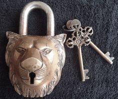 Vintage Old Rare Brass Antique Gold Lion Head Carved Padlock Christma Gift Repro Antique Door Knobs, Antique Keys, Vintage Keys, Or Antique, Under Lock And Key, Key Lock, Door Knobs And Knockers, Cool Lock, Old Keys
