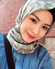 Muslim Girls, Muslim Women, Beautiful Hijab, Pashmina Scarf, Covergirl, Hijab Fashion, Asian Beauty, Cool Style, Womens Fashion