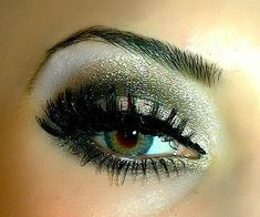glittery green eye makeup Couldn't imagine ever being able to do something so pretty